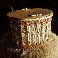 Willow ashes urn
