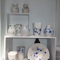 Spotted vases and plate. £15-25.