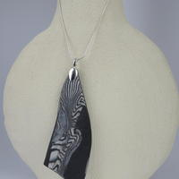 Aneto and onyx porcelain pendant. Silver snake chain.