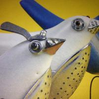 Spoon birds. Glazed porcelain with recycled materials